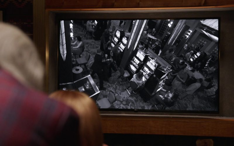 LG TV in Claws