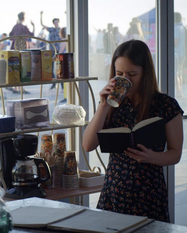 Lipton Tea in Veronica Mars - Season 4, Episode 1, Spring Break Forever (2019) - TV Show Product Placement