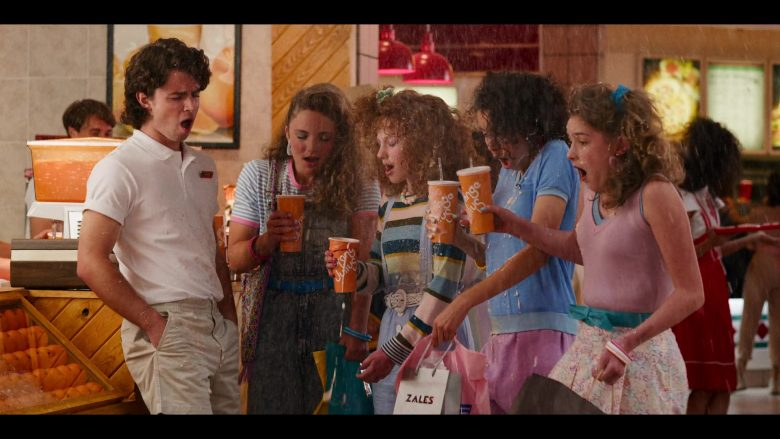 """Orange Julius Paper Cups and Zales Paper Bag in Stranger Things - Season 3, Episode 2, """"The Mall Rats"""" (2019) TV Show"""