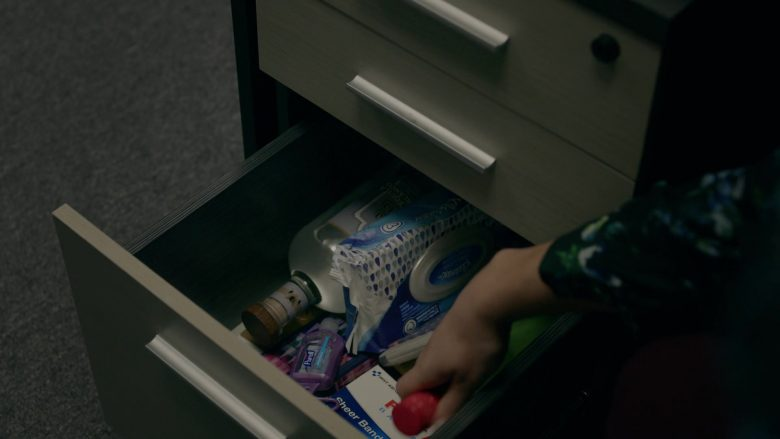 Purell and Kleenex in Orange Is the New Black - Season 7, Episode 4, How to Do Life (2019) - TV Show Product Placement