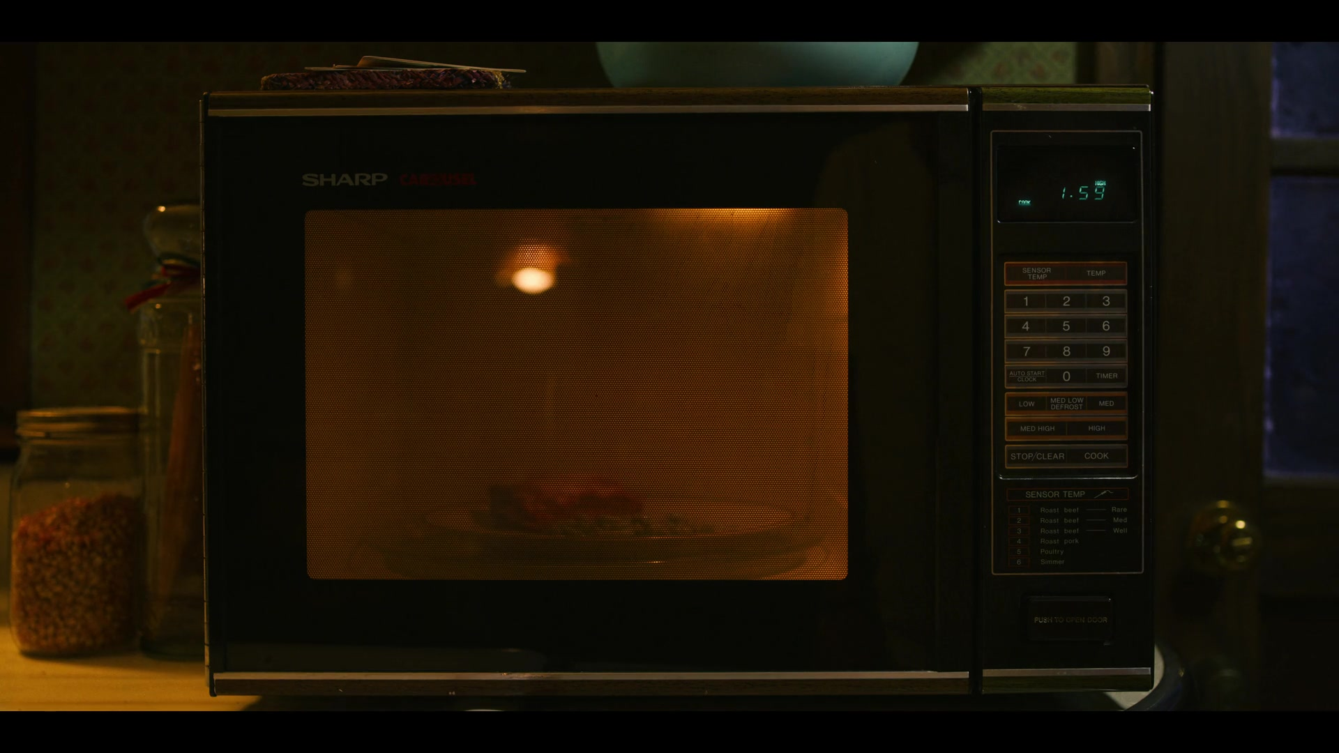 Sharp-Microwave-Oven-in-Stranger-Things.jpg