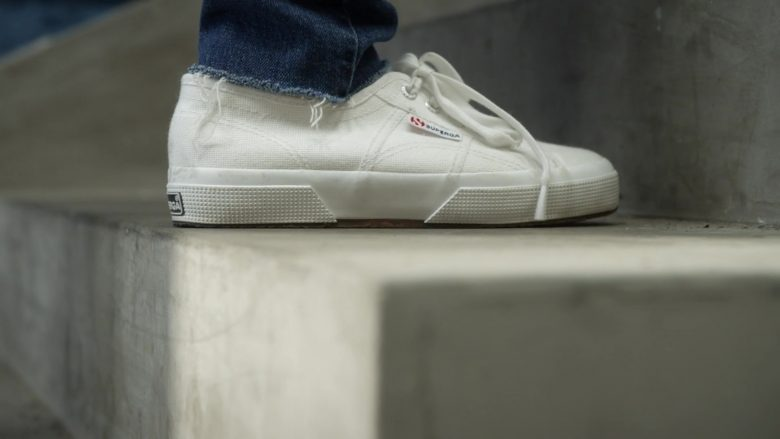 """Superga White Sneakers Worn by Kristen Bell in Veronica Mars - Season 4, Episode 5, """"Losing Streak"""" (2019) - TV Show Product Placement"""