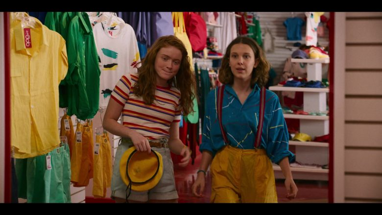 """The Gap Clothing Store in Stranger Things - Season 3, Episode 2, """"The Mall Rats"""" (2019) TV Show Product Placement"""