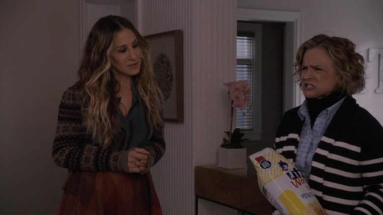UTZ Chips Enjoyed by Amy Sedaris in Divorce – Season 3, Episode 3, Gaps & Bunches (2019) - TV Show Product Placement