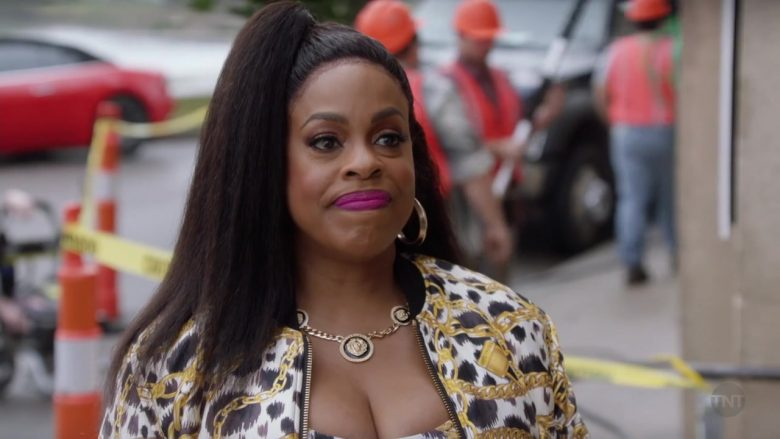 "Versace Necklace Worn by Niecy Nash in Claws - Season 3, Episode 5, ""Zaddy Was a Rolling Stone"" (2019) - TV Show Product Placement"