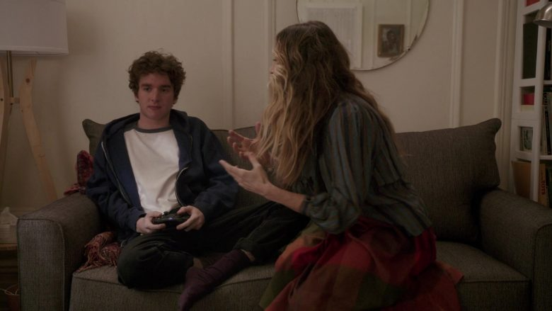 Xbox Wireless Controller Used by Charlie Kilgore in Divorce - Season 3, Episode 3, Gaps & Bunches (2019) - TV Show Product Placement