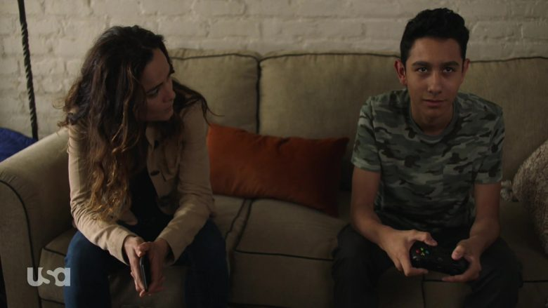 Xbox Wireless Controller in Queen of the South - Season 4, Episode 7 (2019) - TV Show Product Placement