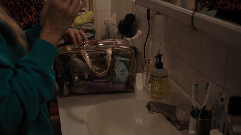 """o.b. Tampons and Meyer's Clean Day Hand Soap in Divorce - Season 3, Episode 4, """"Bad Manners"""" (2019) - TV Show Product Placement"""