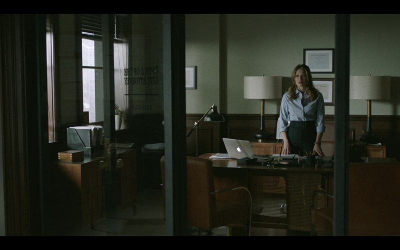 Apple MacBook Laptop Used by Bethany Joy Lenz in Pearson