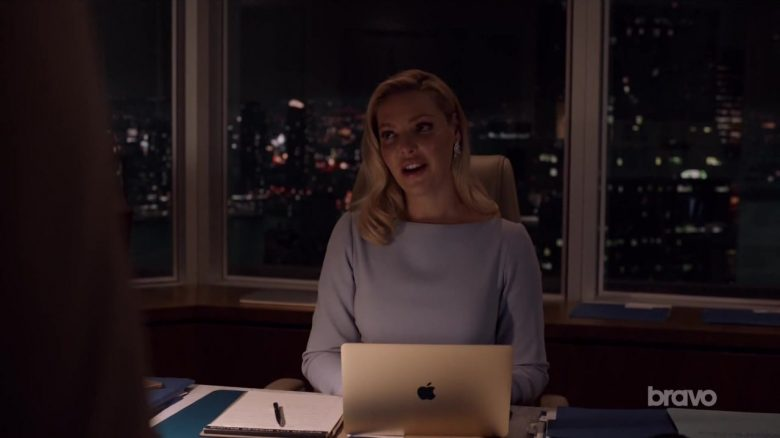 """Apple MacBook Laptop Used by Katherine Heigl in Suits - Season 9, Episode 5, """"If the Shoe Fits"""" (2019) - TV Show Product Placement"""
