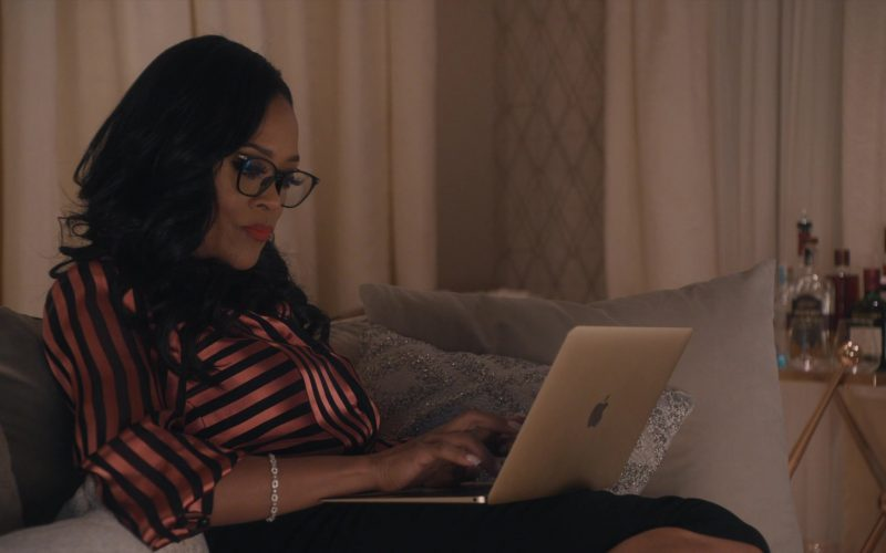 Apple MacBook Laptop Used by Robin Givens in Ambitions (1)