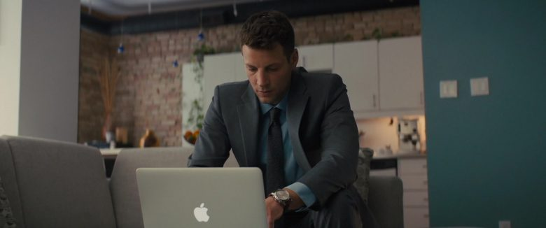 Apple MacBook Laptop in A Dog's Journey (2019) - Movie Product Placement