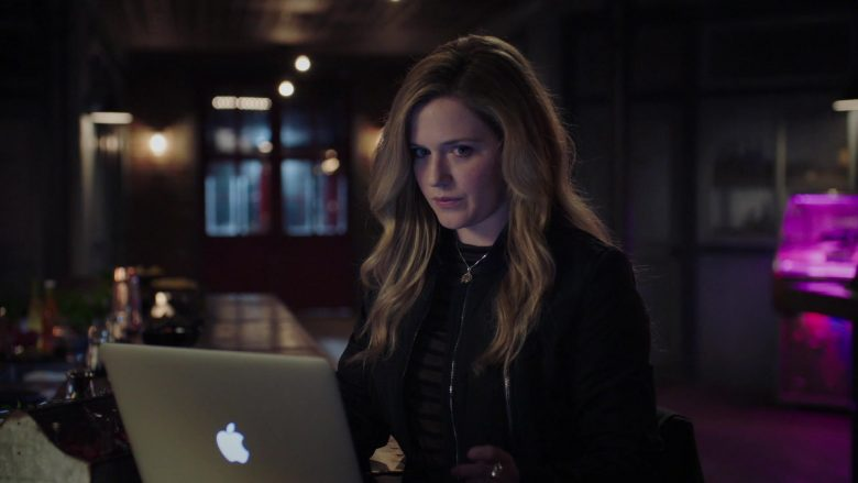Apple MacBook Laptop in The InBetween - Season 1, Episode 9, The Devil's Refugee (2019) - TV Show Product Placement
