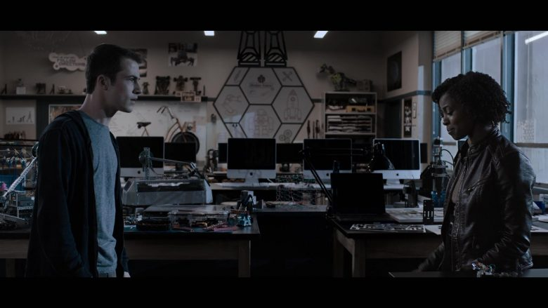 """Apple iMac Computers in 13 Reasons Why - Season 3, Episode 7, """"There Are a Number of Problems with Clay Jensen"""" (2019) - TV Show Product Placement"""