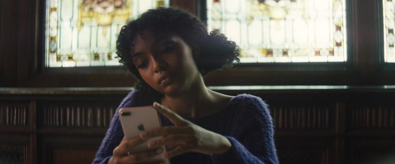 Apple iPhone Mobile Phone Held by Yara Shahidi in The Sun Is Also a Star (2019) - Movie Product Placement