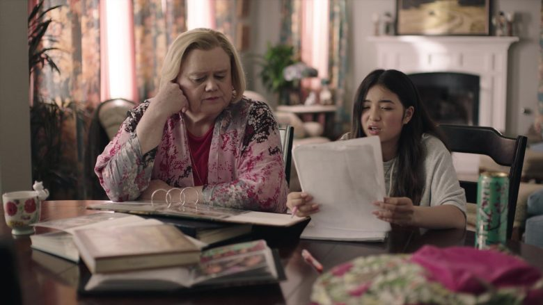 AriZona Green Tea with Ginseng & Honey in Baskets - Season 4, Episode 8, Grandma's Day (2019) - TV Show Product Placement