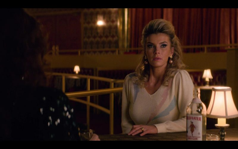 Beefeater Gin Enjoyed by Betty Gilpin as Debbie 'Liberty Belle' Eagan in Glow (1)