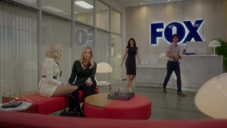 "FOX in BH90210 - Season 1, Episode 2, ""The Pitch"" (2019) - TV Show Product Placement"