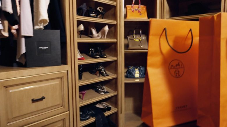 Hermes Orange Paper Bags in Reality Queen! (2019) - Movie Product Placement
