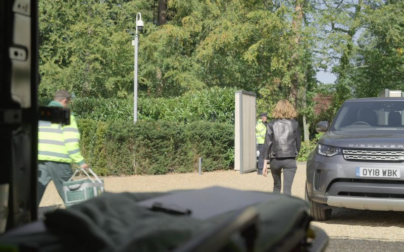 Land Rover Discovery Car in The Rook (1)