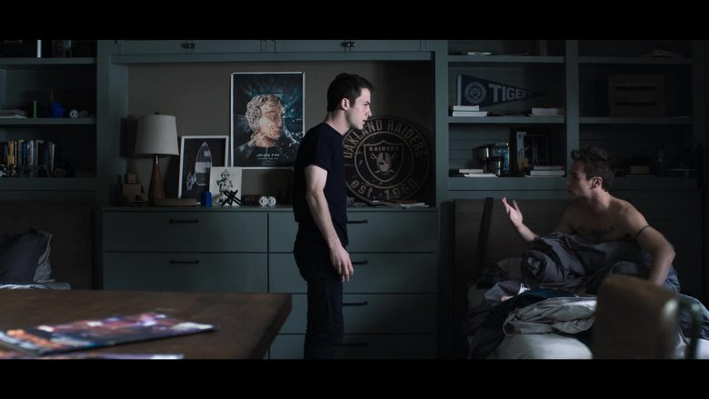 """Oakland Raiders American Football Team Round Sign in 13 Reasons Why - Season 3, Episode 9, """"Always Waiting for the Next Bad News"""" (2019) - TV Show Product Placement"""