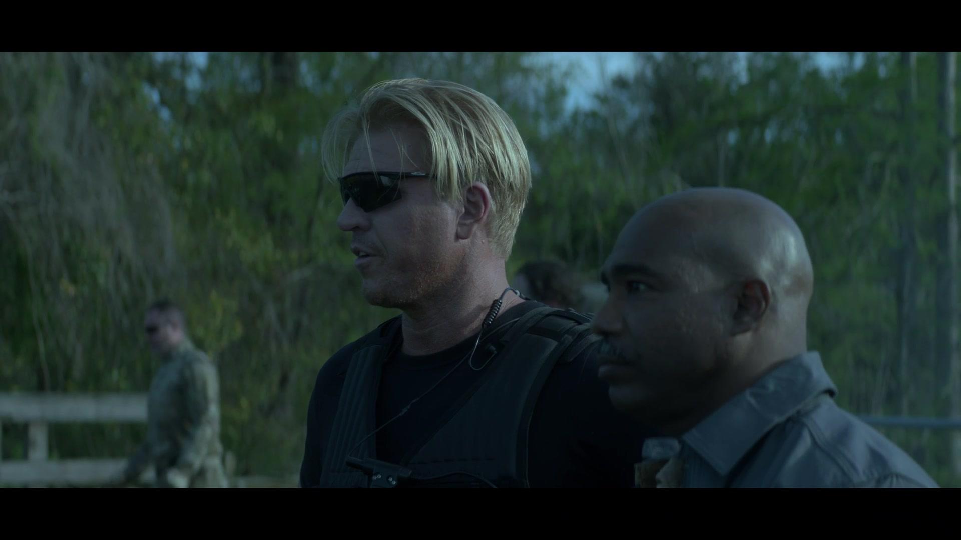 Oakley Sunglasses in Swamp Thing – Season 1 Episode 10
