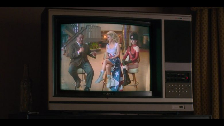 """Sony TVs in Glow - Season 3, Episode 1, """"Up, Up, Up"""" (2019) - TV Show Product Placement"""