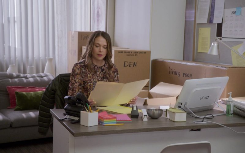 Sony Vaio Desktop PC Used by Sutton Foster As Liza Miller in Younger (1)