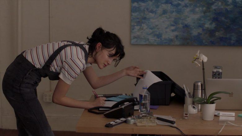 Apple MacBook Laptop Used by Julia Goldani Telles in The Affair - Season 5, Episode 4 (2019) - TV Show Product Placement