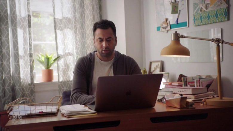 Apple MacBook Laptop Used by Kal Penn in Sunnyside (1)