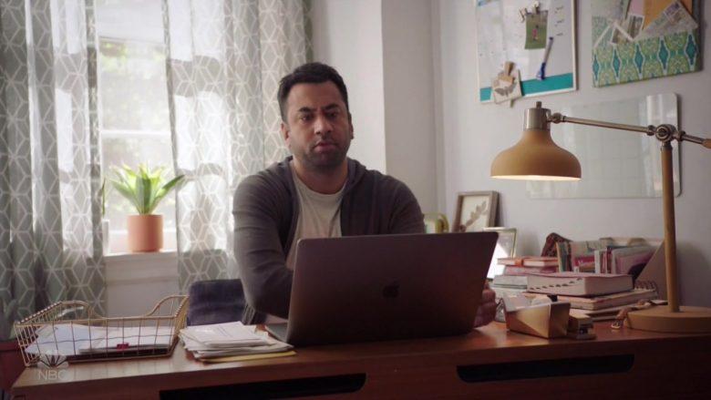 Apple MacBook Laptop Used by Kal Penn in Sunnyside (2)