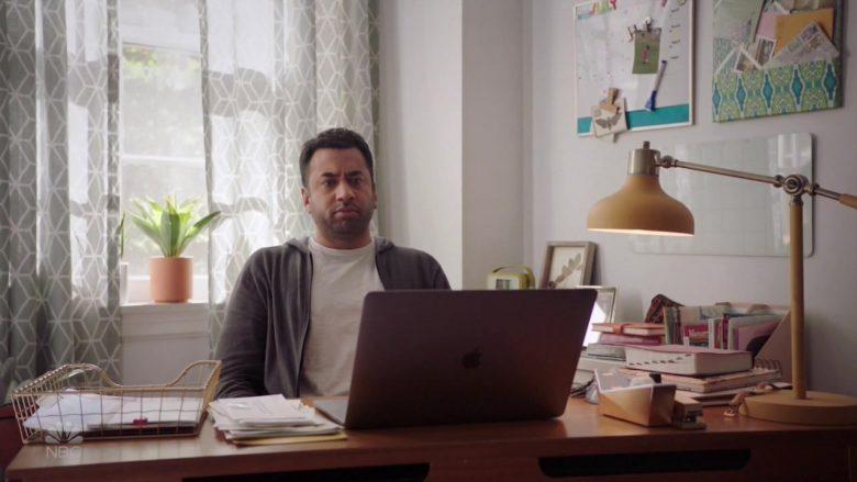 Apple MacBook Laptop Used by Kal Penn in Sunnyside (3)