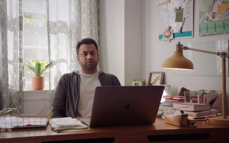Apple MacBook Laptop Used by Kal Penn in Sunnyside (3)