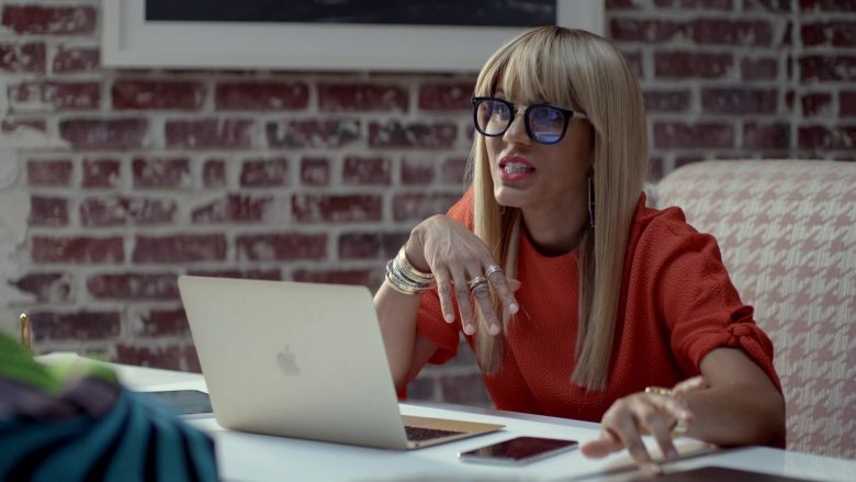 Apple MacBook Laptop Used by Nicole Ari Parker in Empire (3)