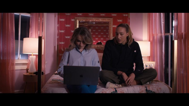 Apple MacBook Laptop Used by Sabrina Carpenter in Tall Girl (2019) - Movie Product Placement