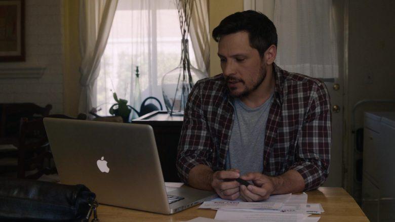 Apple MacBook Laptop in This Is Us (2)