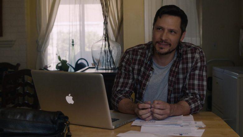 Apple MacBook Laptop in This Is Us (3)