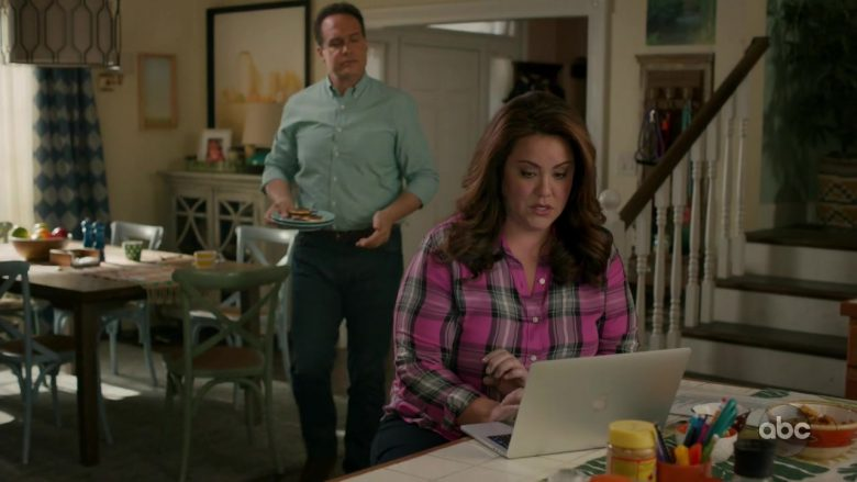 "Apple MacBook Used by Diedrich Bader & Katy Mixon in American Housewife - Season 4 Episode 1 ""The Minivan"" (2019) - TV Show Product Placement"
