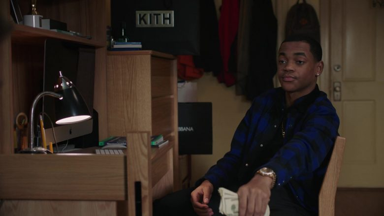 """Apple iMac Computer and Kith Paper Bag in Power - Season 6, Episode 3, """"Forgot About Dre"""" (2019) TV Show"""