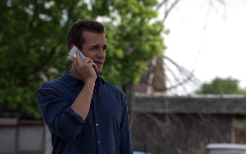 Apple iPhone Smartphone Held by Gabriel Macht in Suits (1)