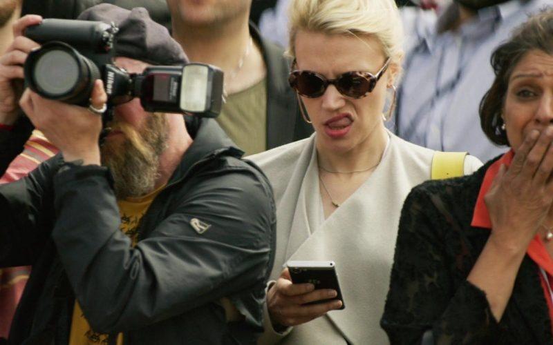 Blackberry Smartphone Used by Kate McKinnon and Nikon Camera in Yesterday (1)