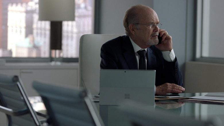 """Microsoft Surface Tablet in Suits - Season 9, Episode 7, """"Scenic Route"""" (2019) - TV Show Product Placement"""
