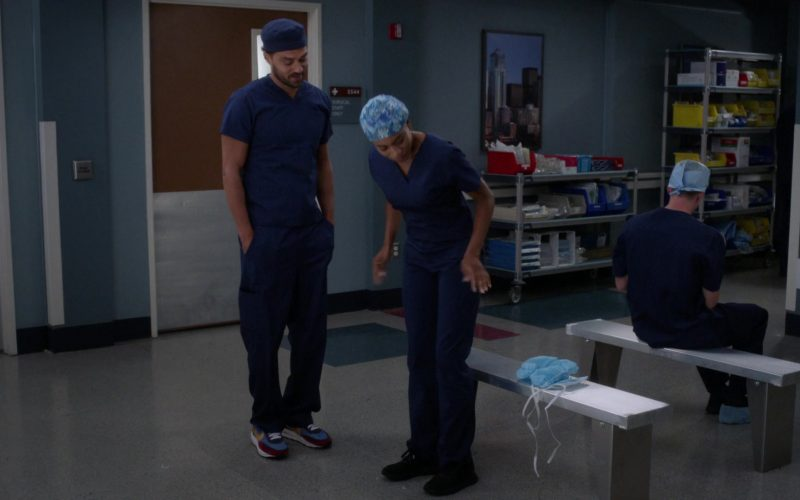 Nike Shoes in Grey's Anatomy (1)