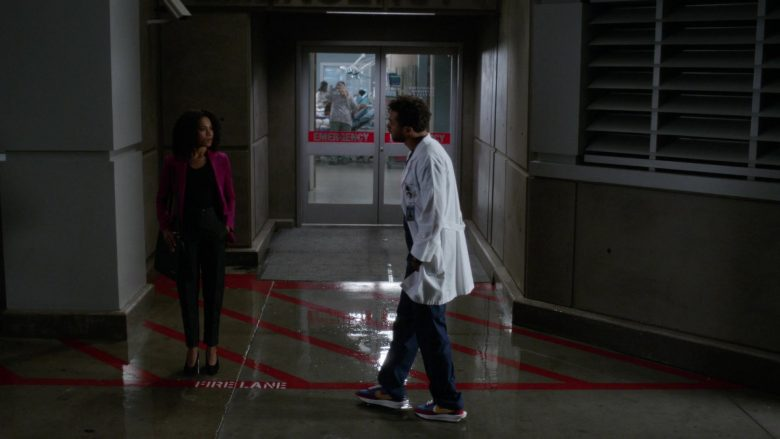 Nike Shoes in Grey's Anatomy (3)
