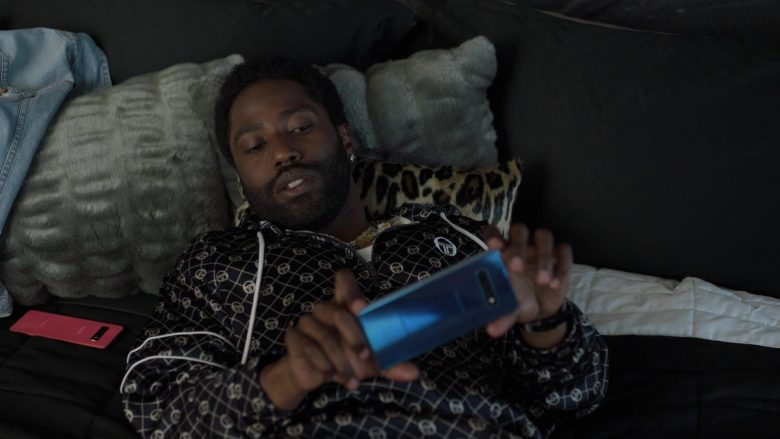 """Samsung Galaxy Pink and Blue Smartphones in Ballers - Season 5, Episode 3, """"Copernicursed"""" (2019) TV Show"""