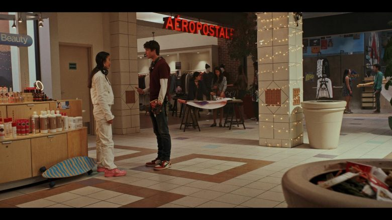 Aéropostale Clothing Store in Daybreak Season 1 Episode 5 (3)