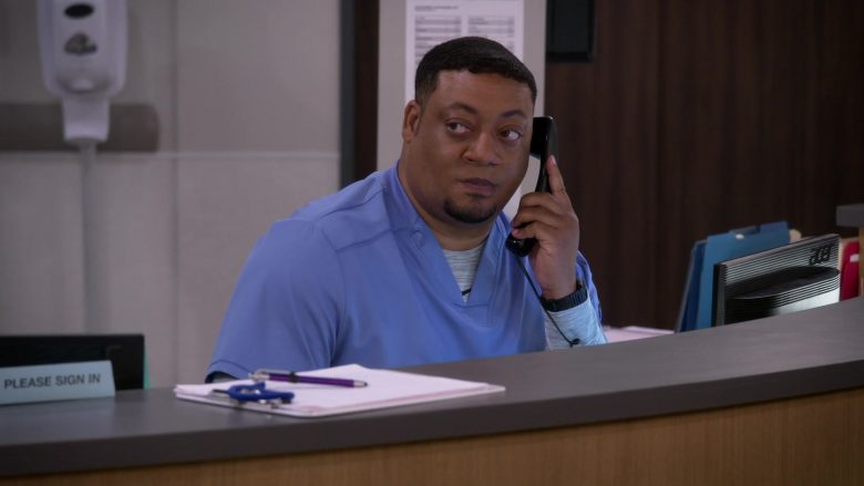 Acer Monitor Used by Cedric Yarbrough as Nurse Dennis in Carol's Second Act (1)