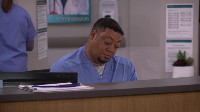 Acer Monitor Used by Cedric Yarbrough as Nurse Dennis in Carol's Second Act (2)