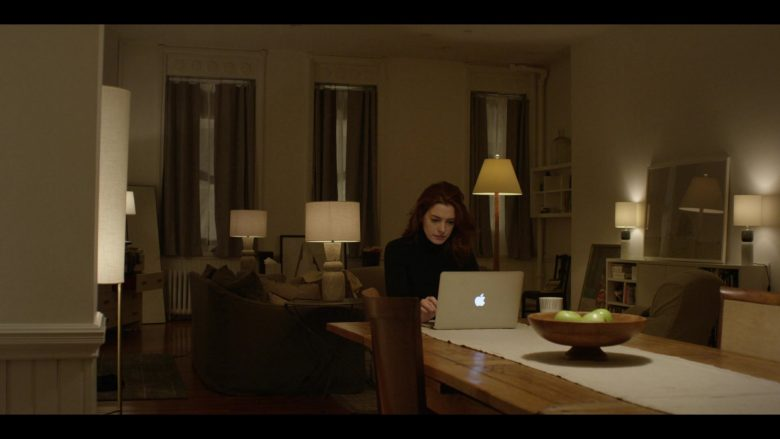 Apple MacBook Laptop Used by Anne Hathaway as Lexi in Modern Love Season 1 Episode 3 (7)