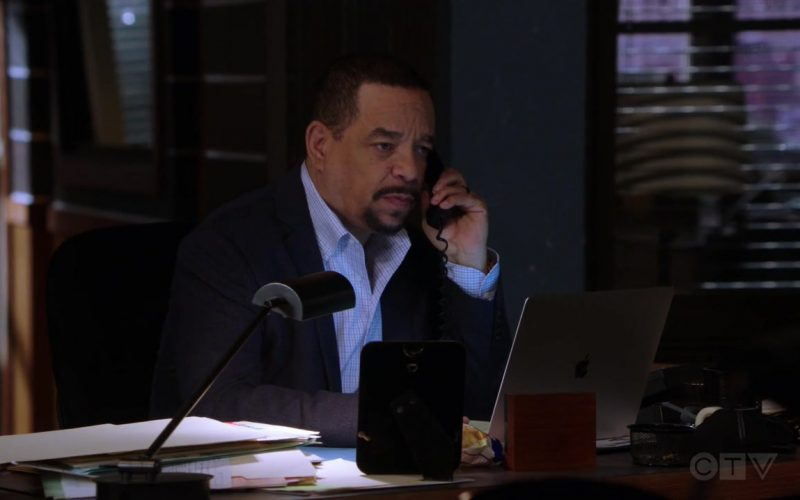 Apple MacBook Laptop Used by Ice-T as Odafin 'Fin' Tutuola in Law & Order Special Victims Unit Season 21 Episode 3